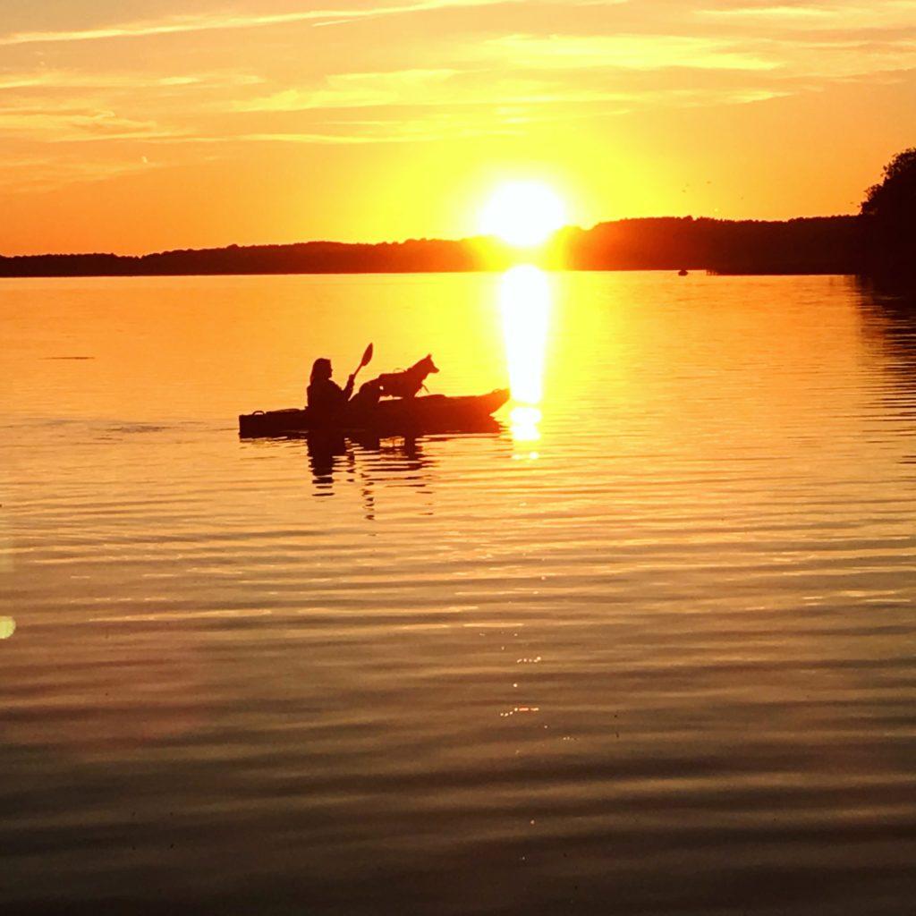 Kajak z psem. Jezioro Lubie.